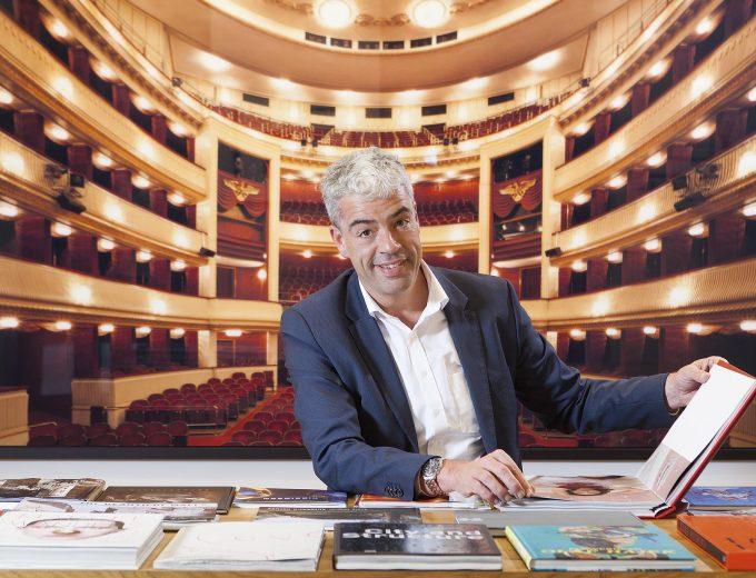 "Ludger Sieverding vor ""Operas"" © Rafael Neff, www.lumas.at"